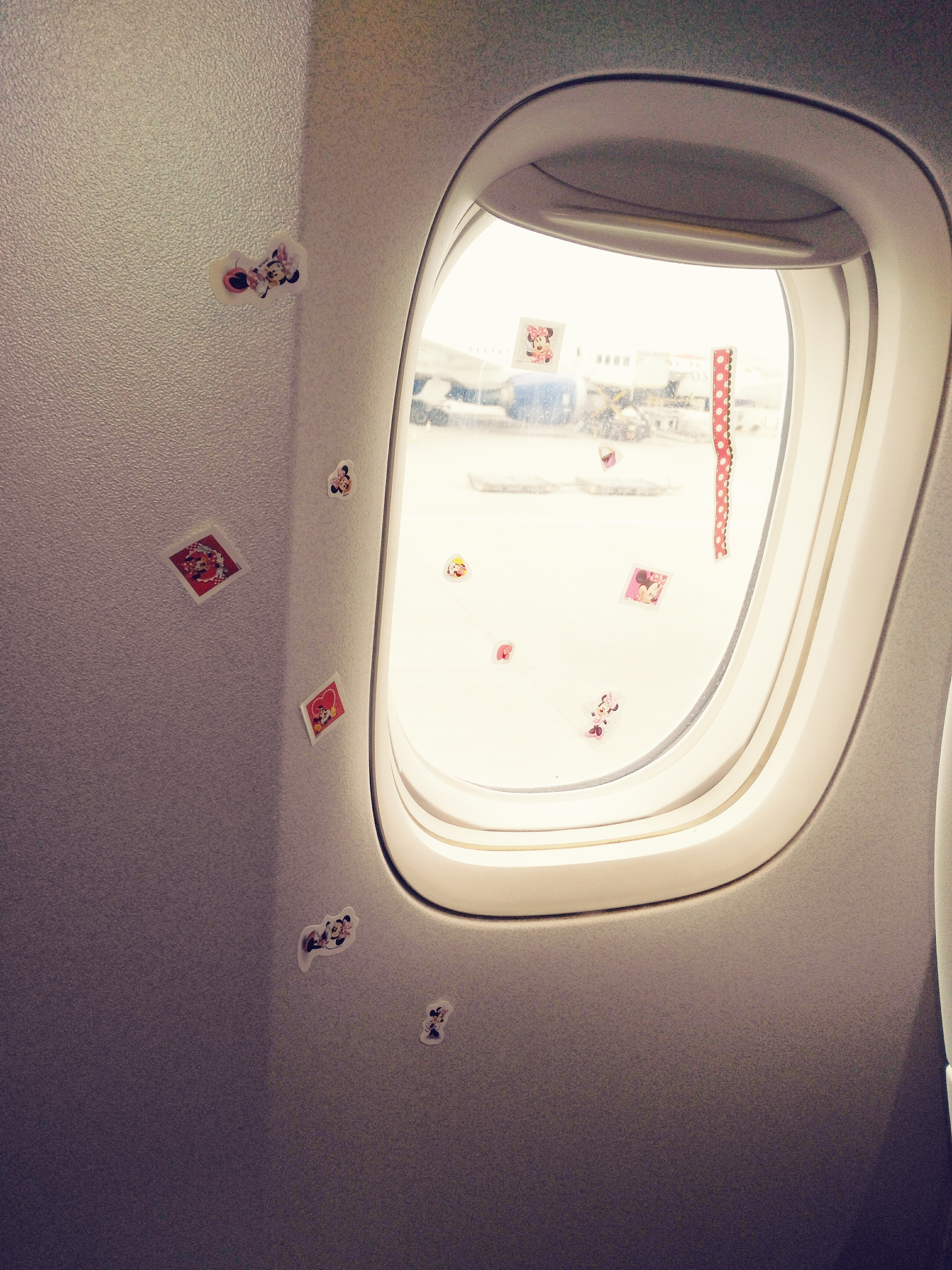 The best way to travel with Children by a Stewardess !