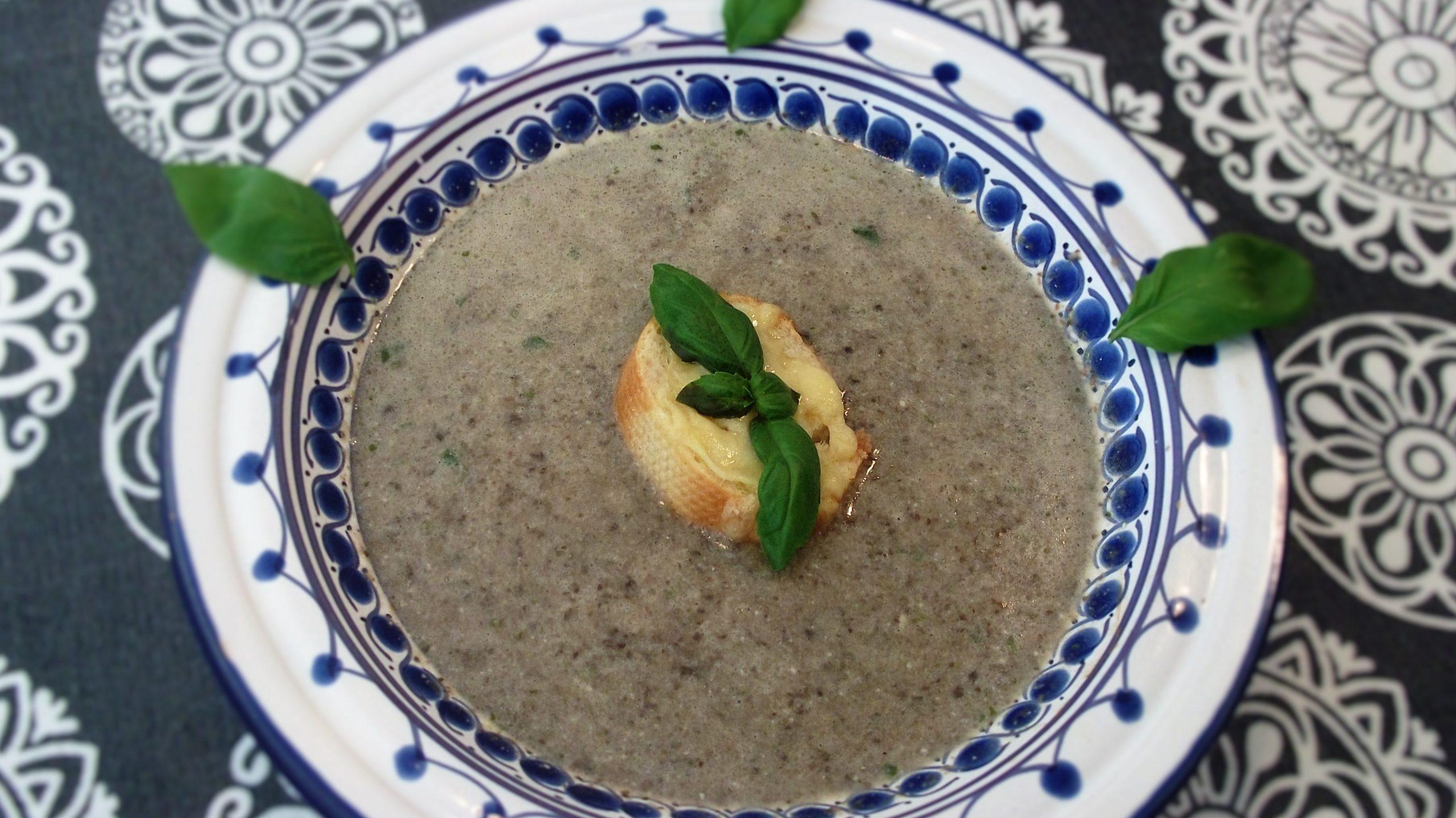 garlic mushroom and camembert soup